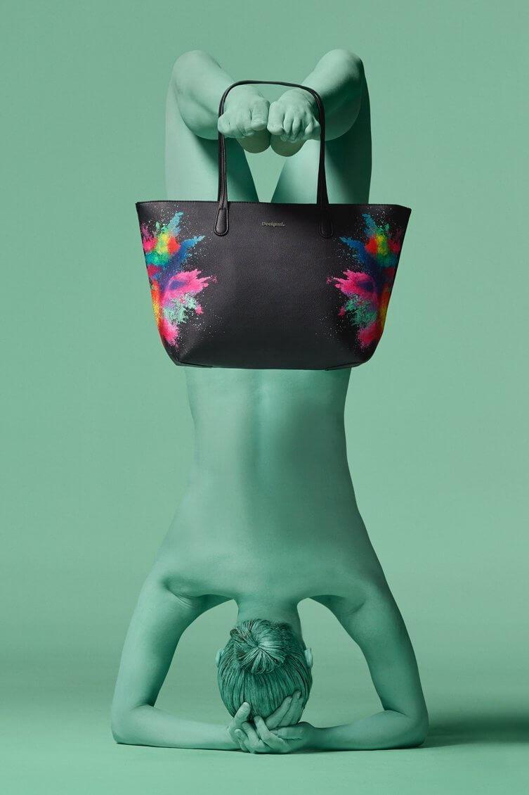 Desigual Virágos hímzett táska Desigual Holi Capri Zipper táska e3f2167b2e